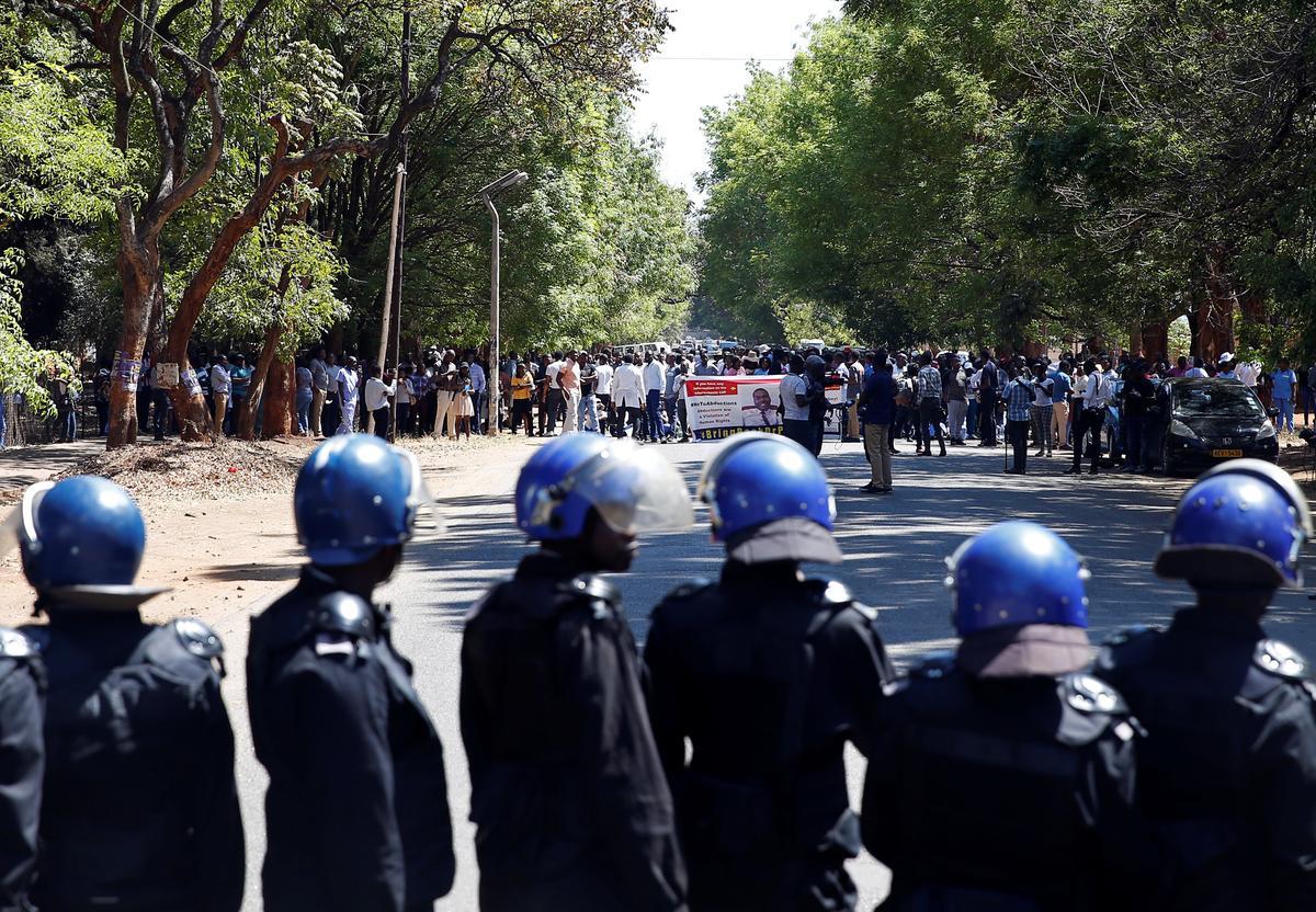 Dokters in Zimbabwe stap na die parlement na die parlement