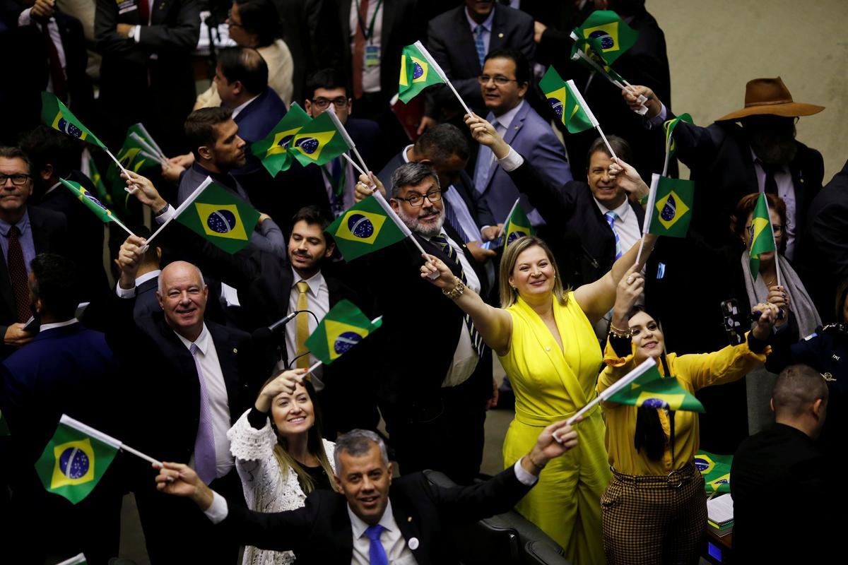 Die Senaat-leier in Brasilië bied aan om die leierspos te bedank ná die klopjag van die polisie