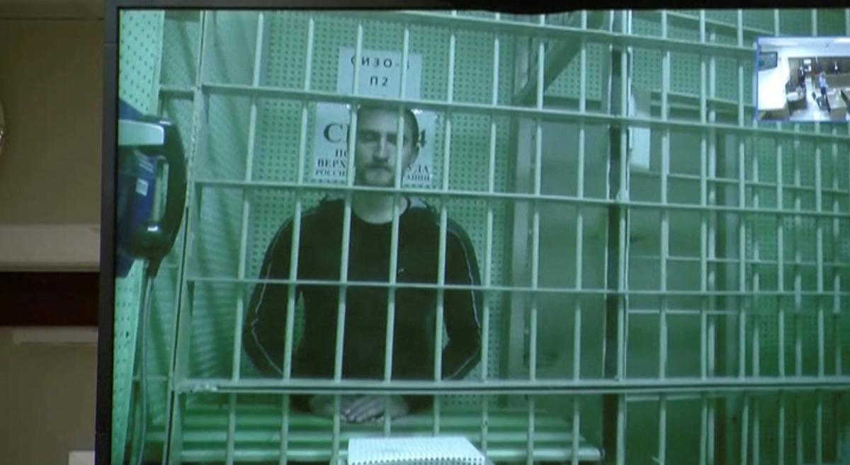Rusland, in seldsame U-draai, bevry die akteur tronk toe nadat hy gehuil het