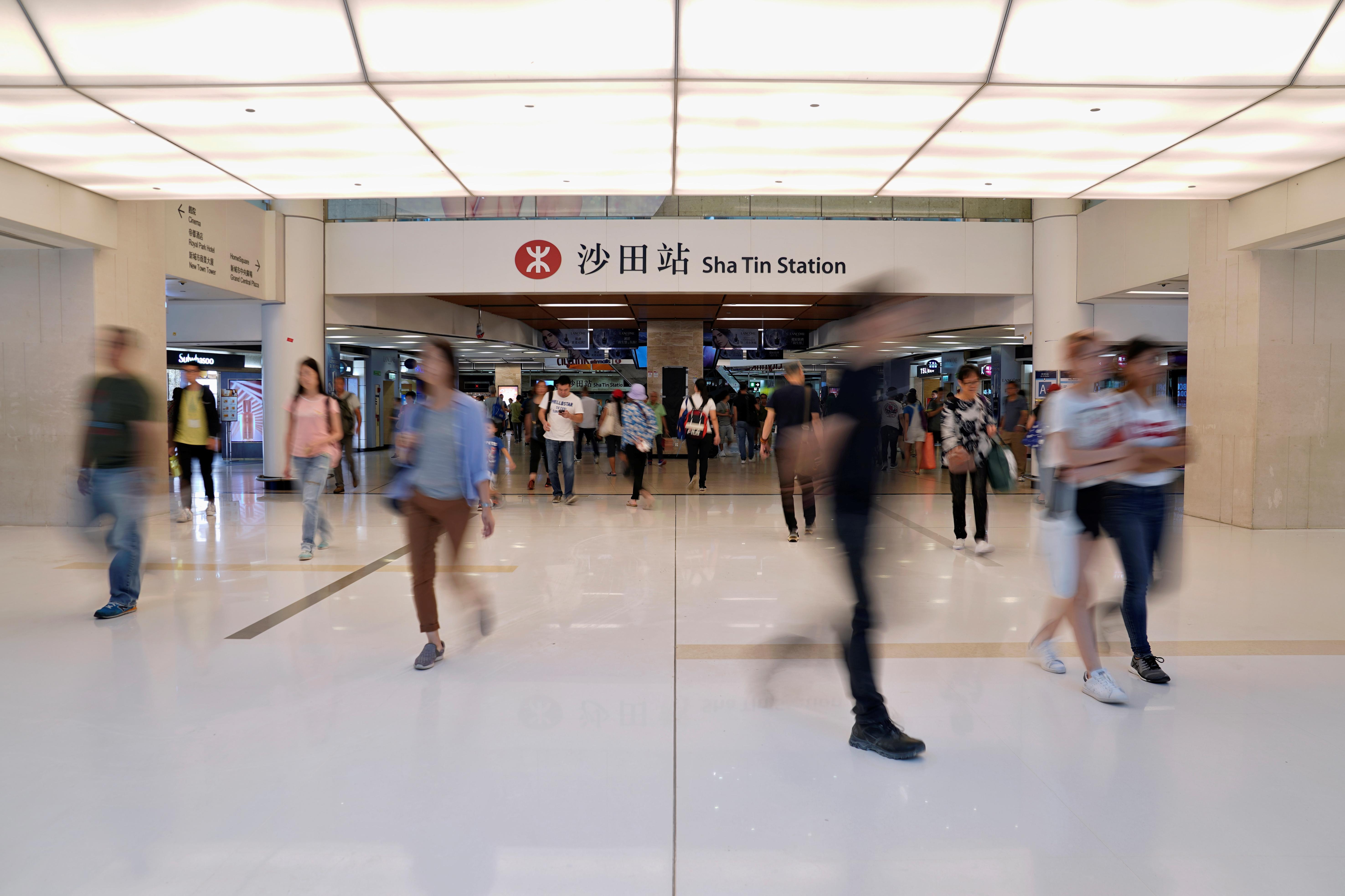 Hong Kong mops up after fresh violence, braces for October 1...