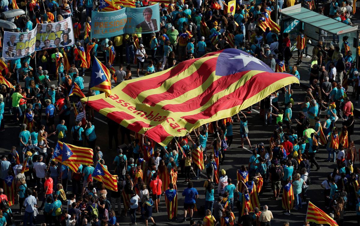 Spanje arresteer nege Katalaanse separatiste wat verdink word van geweld