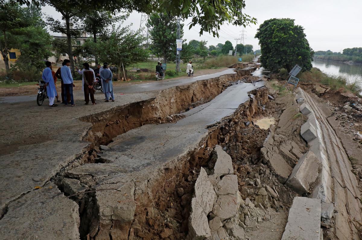 Die dodetal is in die aardbewing van Pakistan, maar die paniek daal