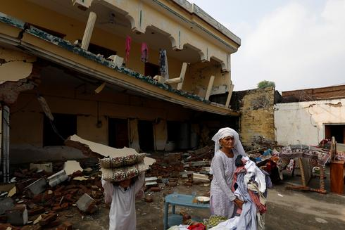 Death toll rises to 37 in Pakistan earthquake, as families bury loved ones