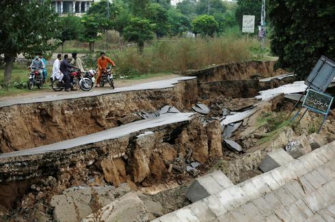 Deadly earthquake shakes Pakistan