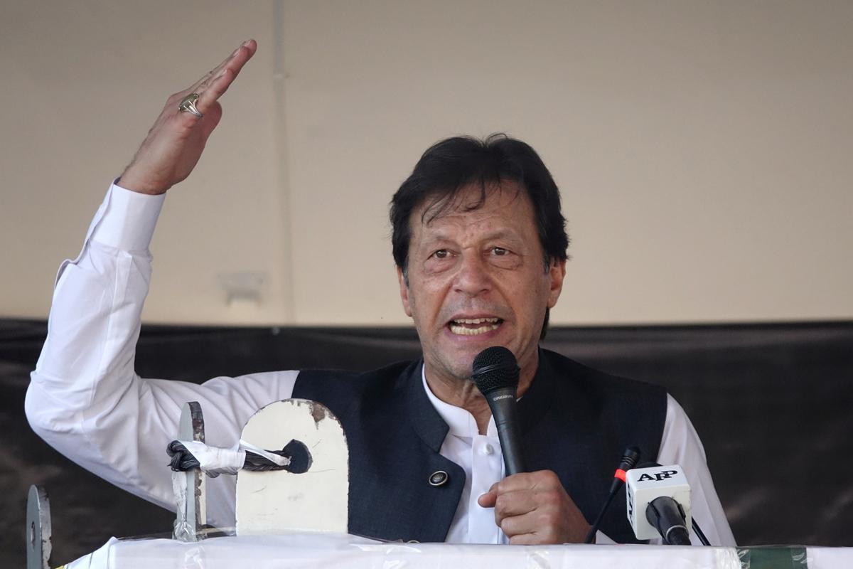 Woede, ongeduld styg in die Pakistanse Kashmir, terwyl Khan diplomatieke druk uitoefen