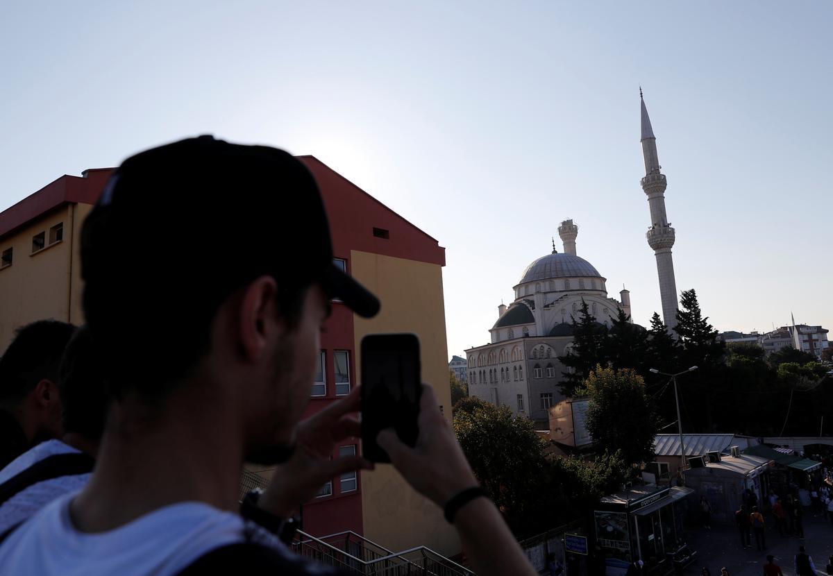 Matige aardbewing skud Istanbul, agt mense is lig beseer