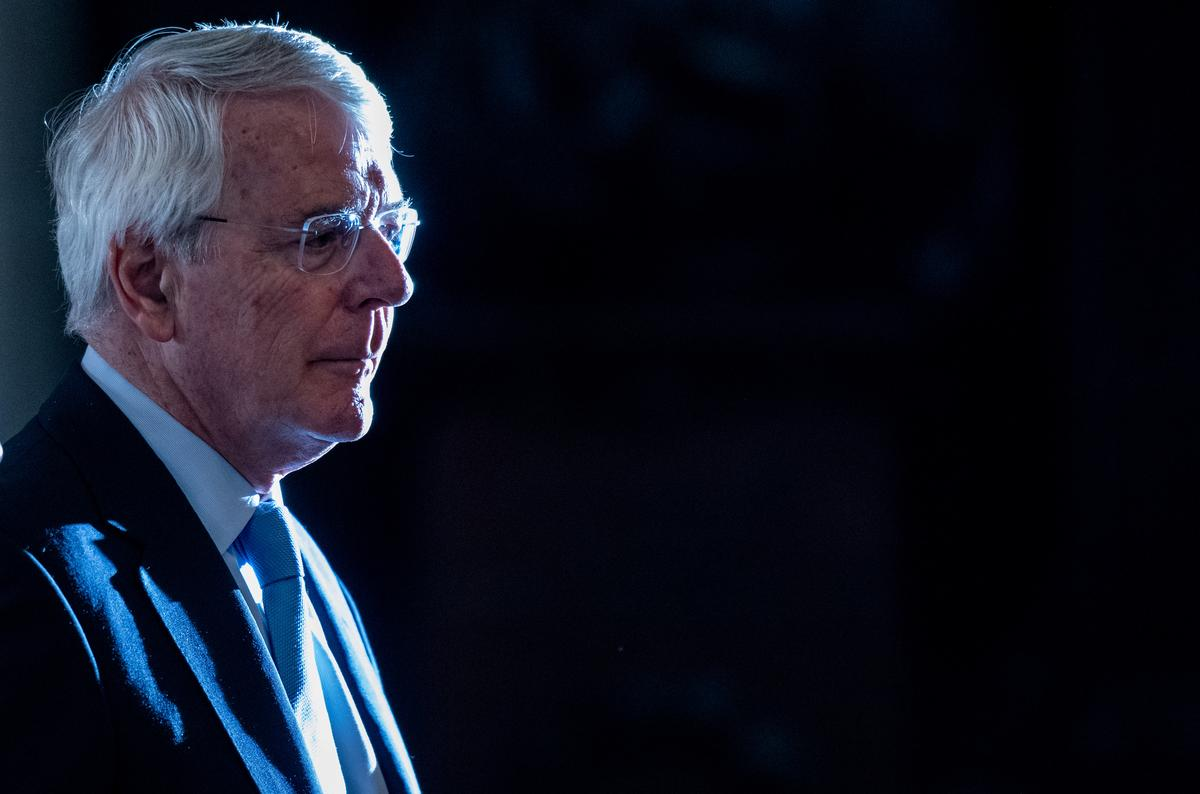 Die Britse Johnson kan 'politieke chicanery' gebruik om die Brexit-vertragingswet te omseil: oud-premier