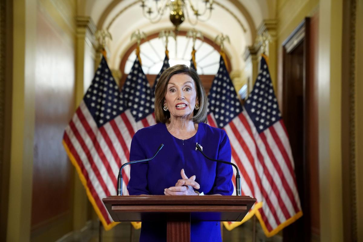 Pelosi beskuldig Trump dat hy die poging om die Oekraïne onder druk te plaas, beskuldig het