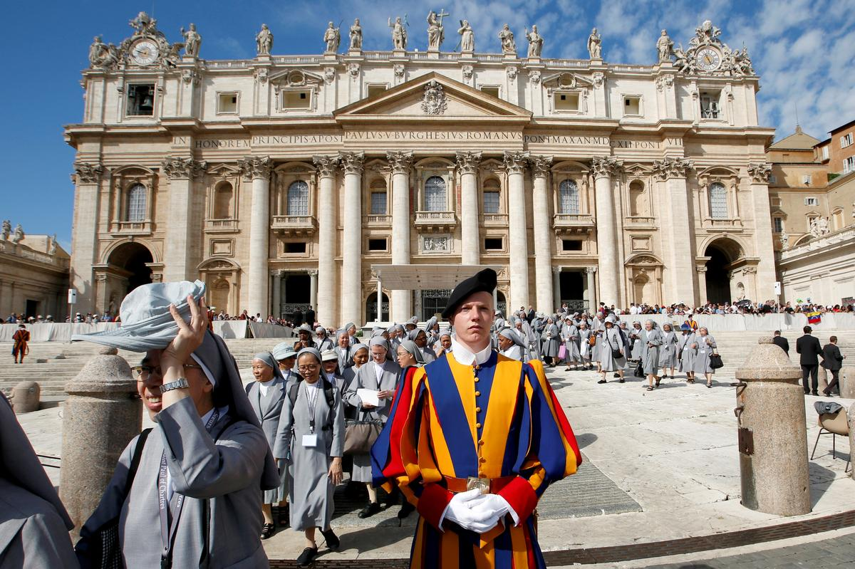 """Pope urges Silicon Valley to avoid slide toward new """"barbarism"""""""