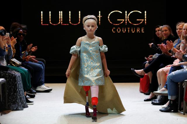 9 Year Old Double Amputee Walks Paris Fashion Week Catwalk Reuters Com