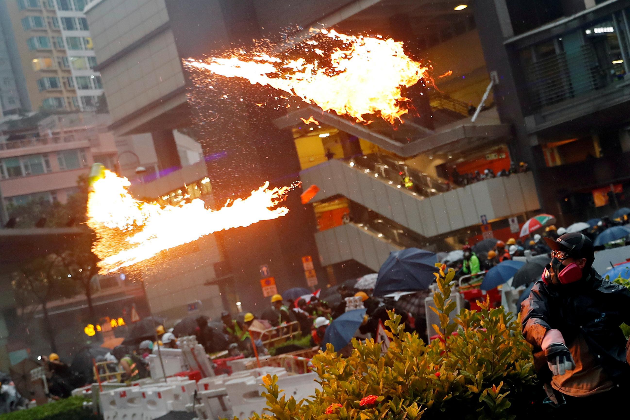 Rapport spécial: Les émissaires disent que la Chine double ses effectifs à Hong Kong