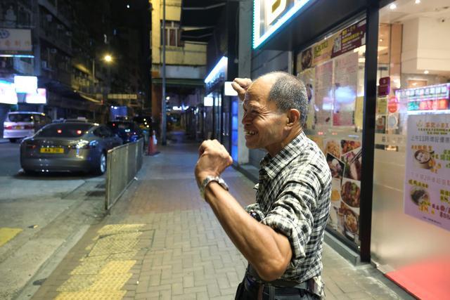 Lou Tit-Man, 73, stretches himslef at Mong Kok in Hong Kong, China September 23, 2019.  REUTERS/Tyrone Siu