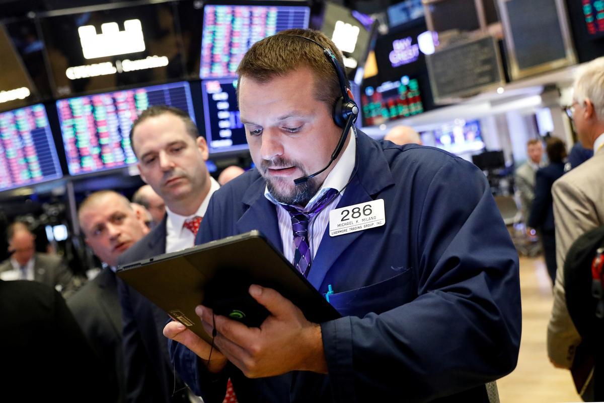 Apple-led tech rally drives Wall Street higher