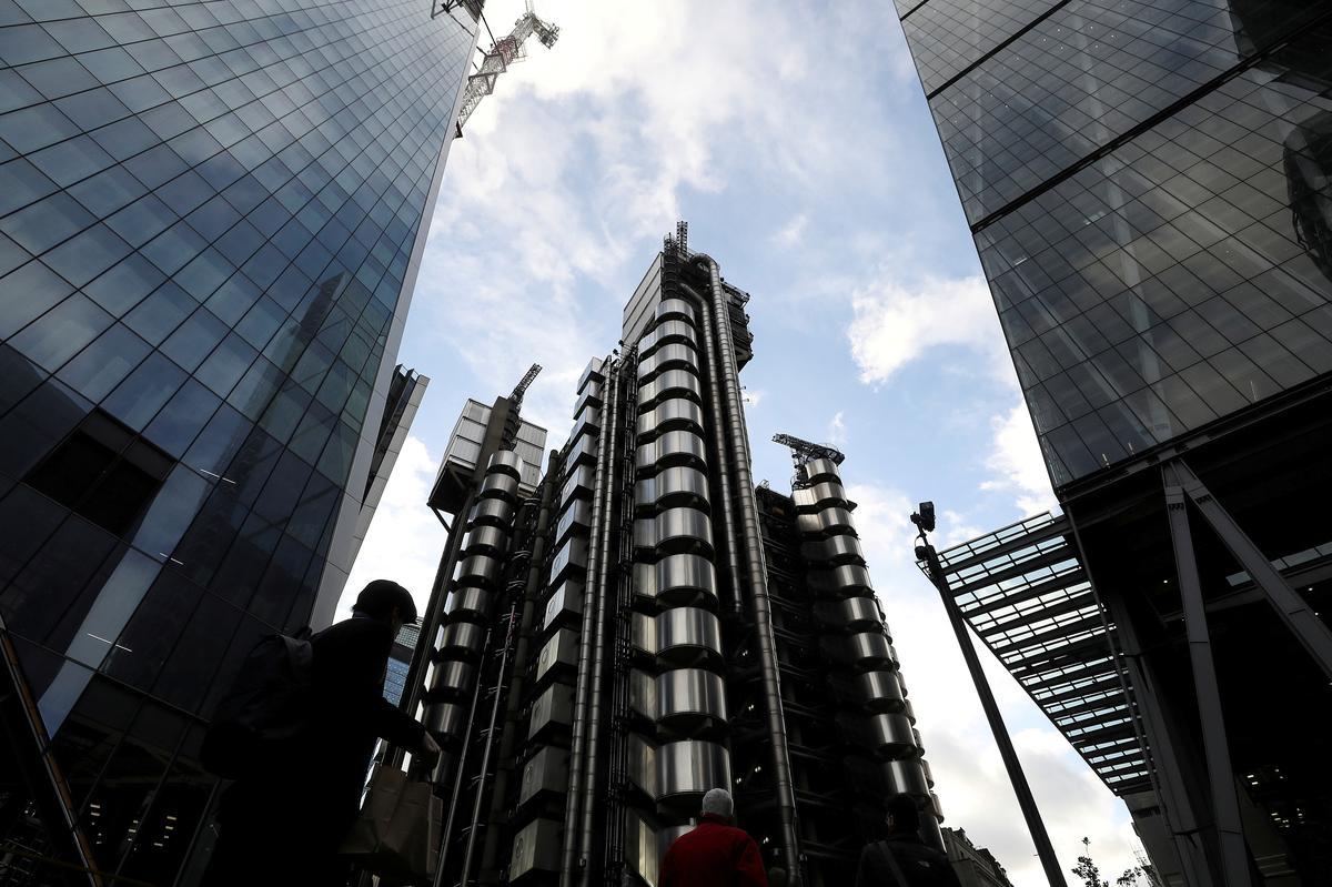 Lloyd's van Londen gaan elektronies om teen laekoste-mededingers mee te ding