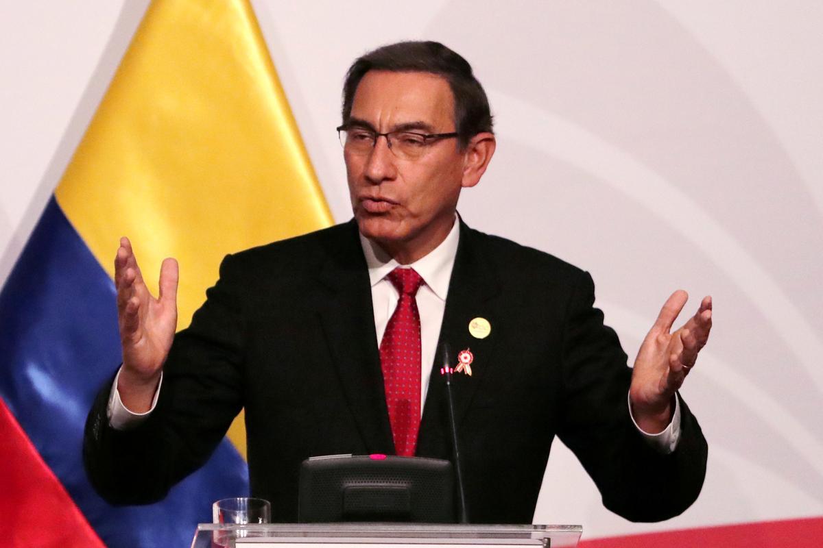 Die Kongres van Peru veg Vizcarra se bedreiging uit om wetgewers in die hoofrede te ontslaan