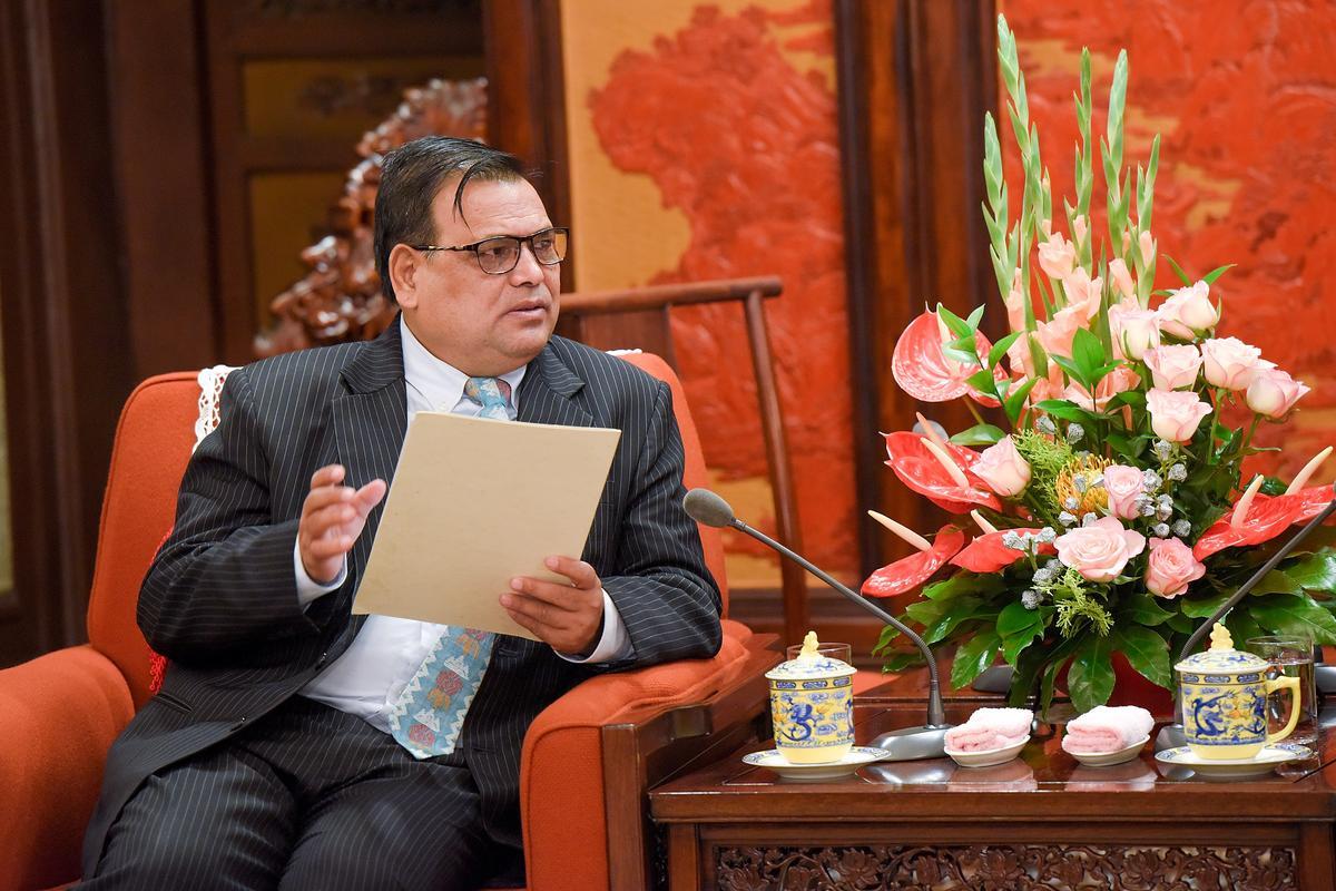 Die parlementêre speaker van Nepal bedank weens die verkragting van verkragting