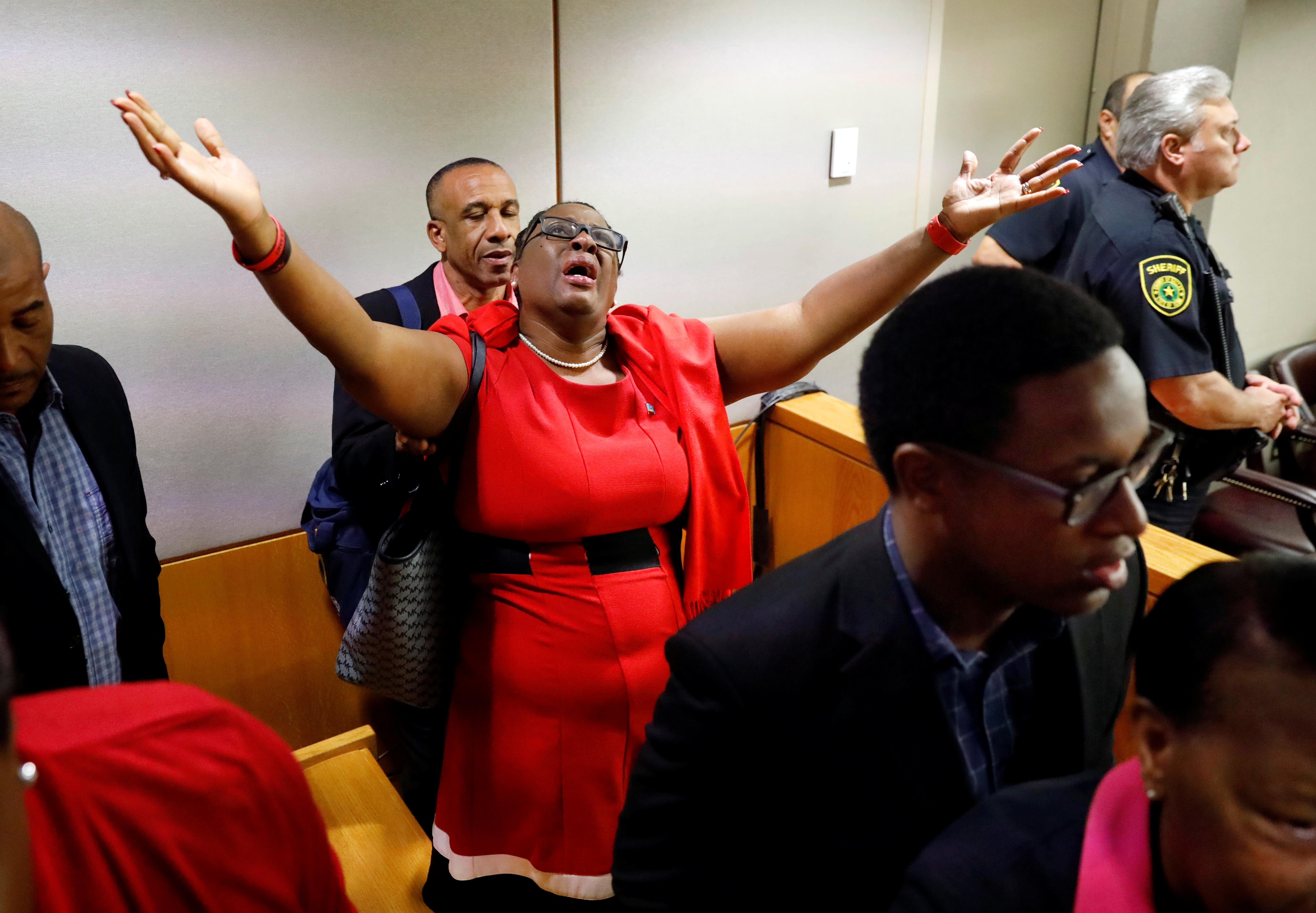 Dallas policewoman gets 10 years for murder; 'I forgive you,'...