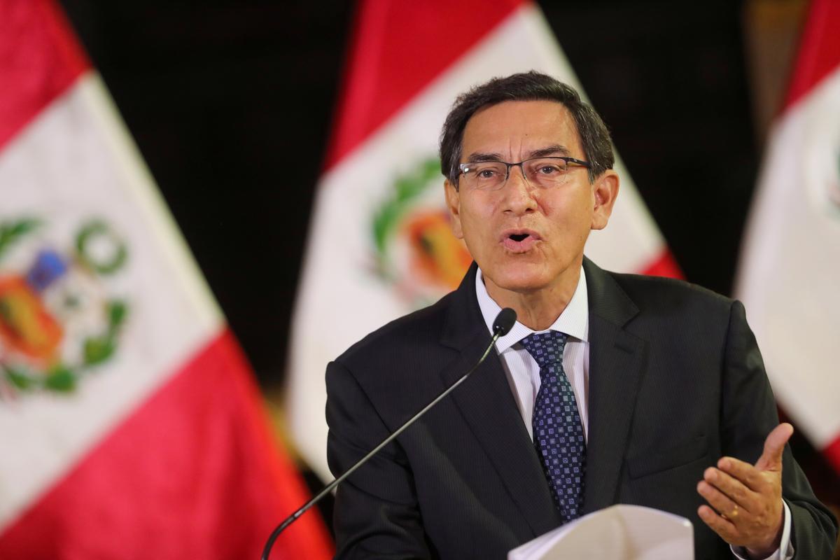 Rebelle-wetgewers in Peru bly in die Kongres in stryd met Vizcarra