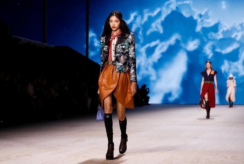 Vuitton Closes Paris Fashion Week With Vintage Flashback Reuters Com