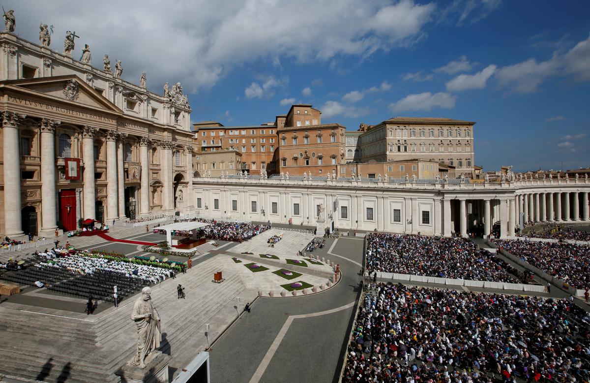 Direkteur van die kantoor vir finansiële beheer van die Vatikaan, vier ander geskors: verslag