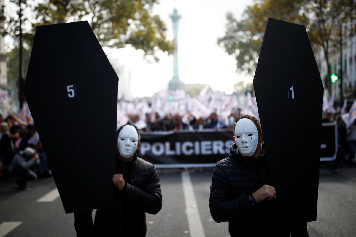 Franse polisie marsjeer in Parys vir beter werksomstandighede