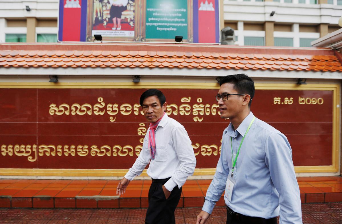 Kambodjaanse regter beveel herondersoek in die spioenasie-saak teen verslaggewers