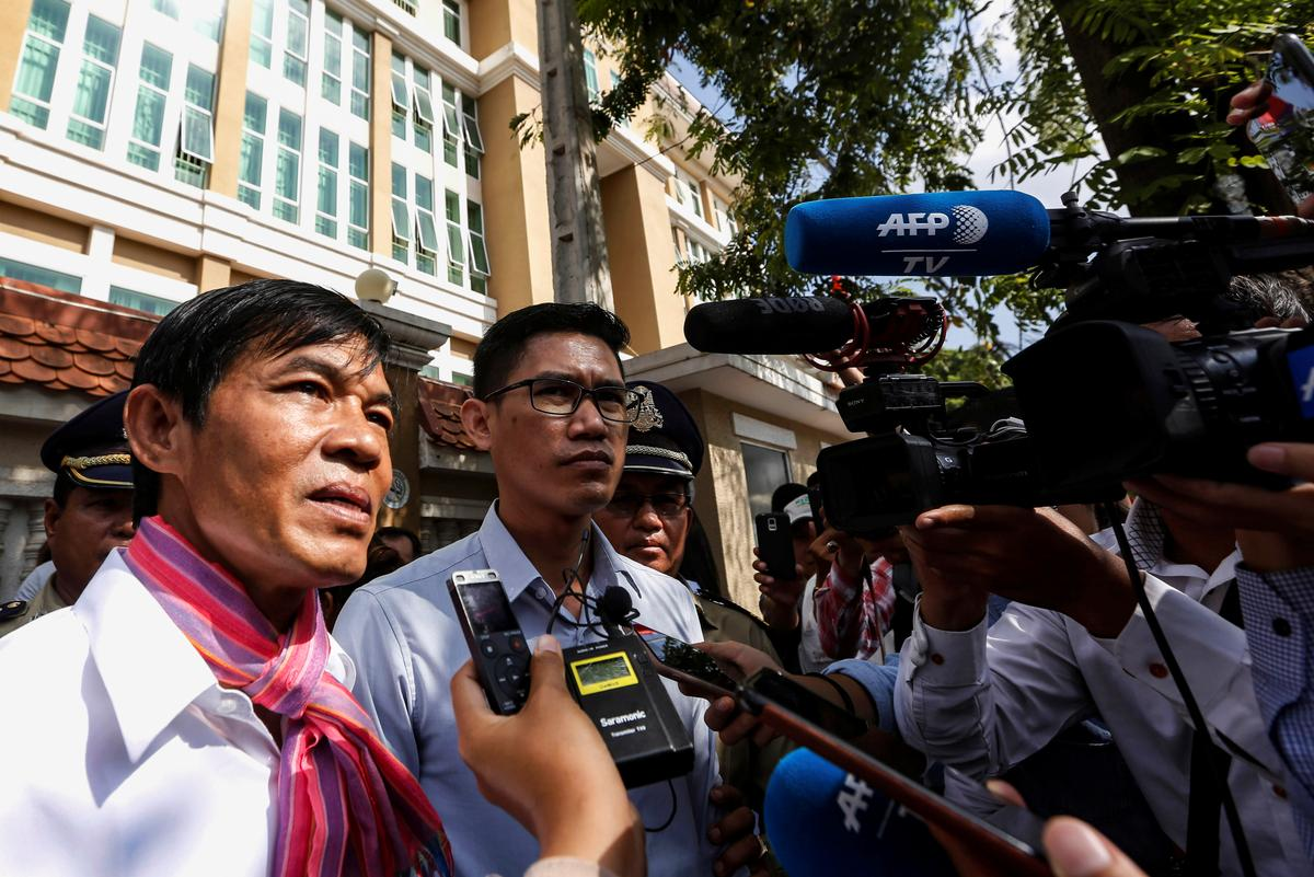 Kambodjaanse regter beveel weer ondersoek na die spioenasiesaak teen verslaggewers