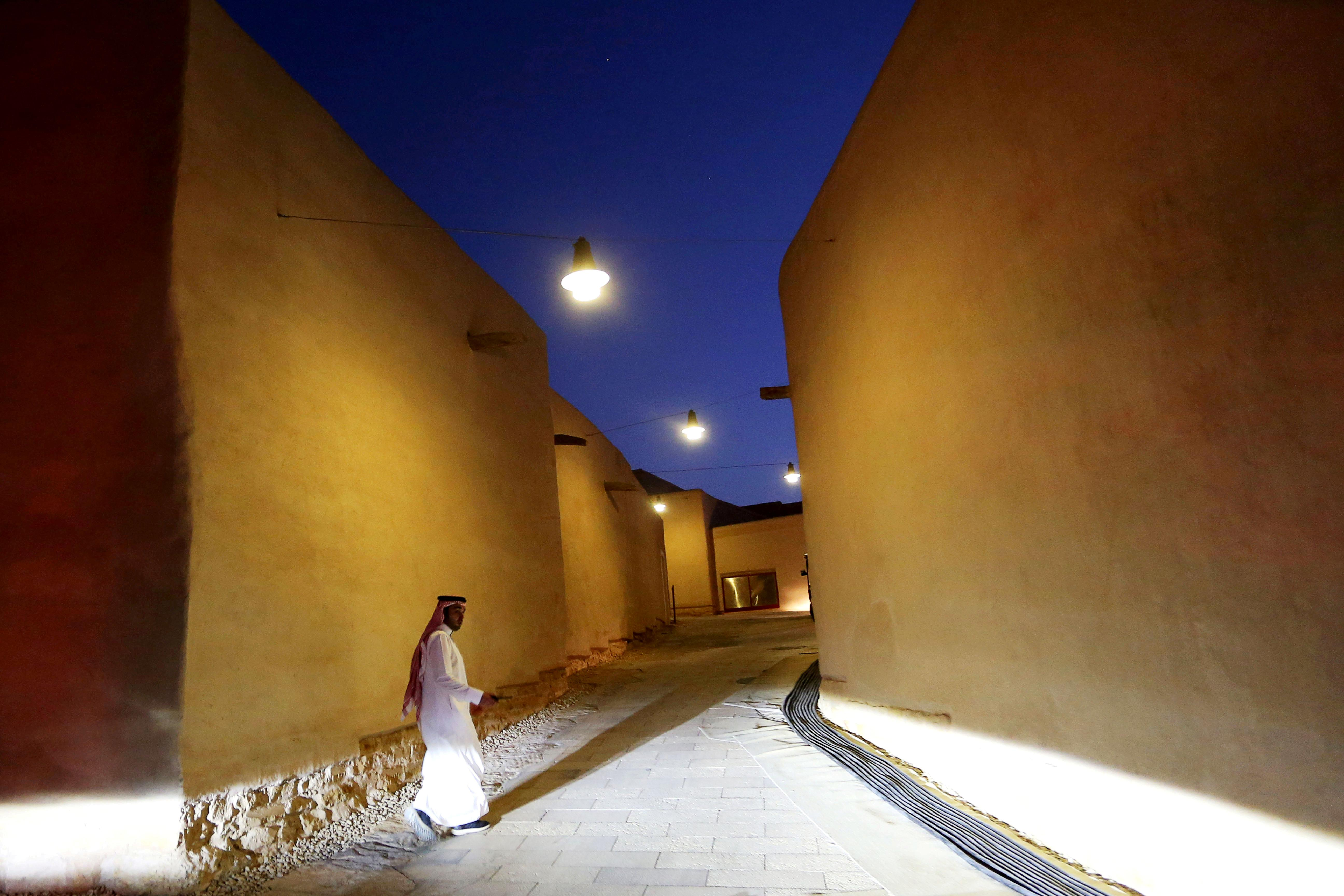 Saudi Arabia allows foreign men and women to share hotel rooms