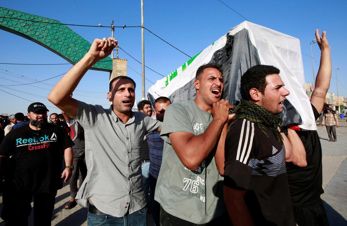 Vyf is dood in nuwe botsings tussen betogers en die polisie in Bagdad