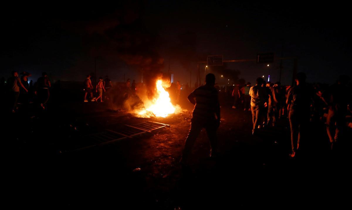Irakse polisie vuur betogers op in nuwe onrus, dodetal verby 100
