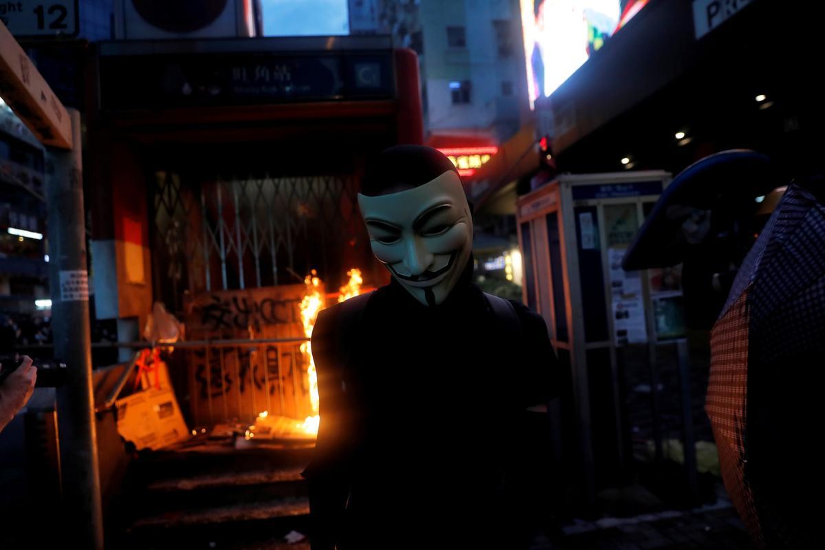 Hong Kong staar meer betogings in die gesig ná die nag van geweld