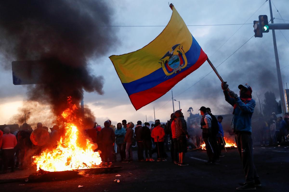 Inheemse betogers het Ecuador 477 mense gearresteer