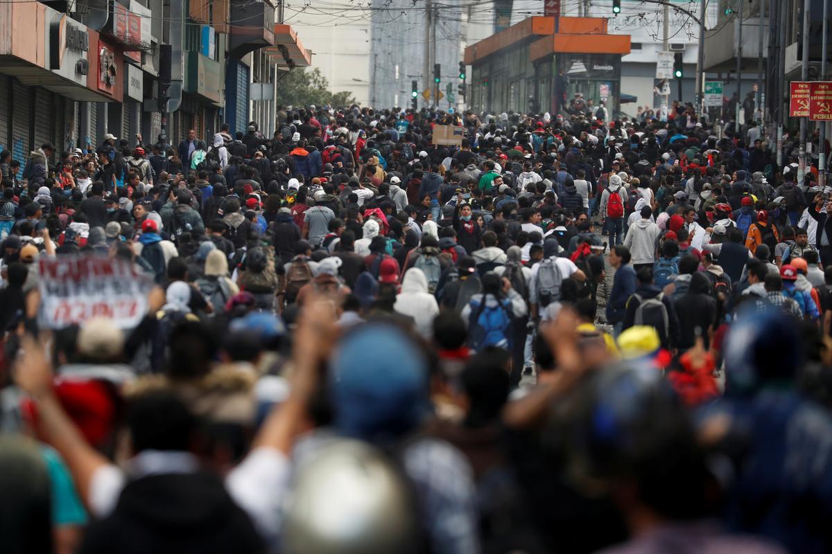 Inheemse betogings veroordeel Ecuador as president 'staatsgreep poging'