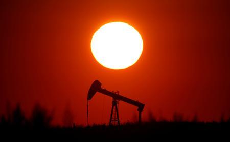 Oil edges higher on supply worries; eyes on trade talks