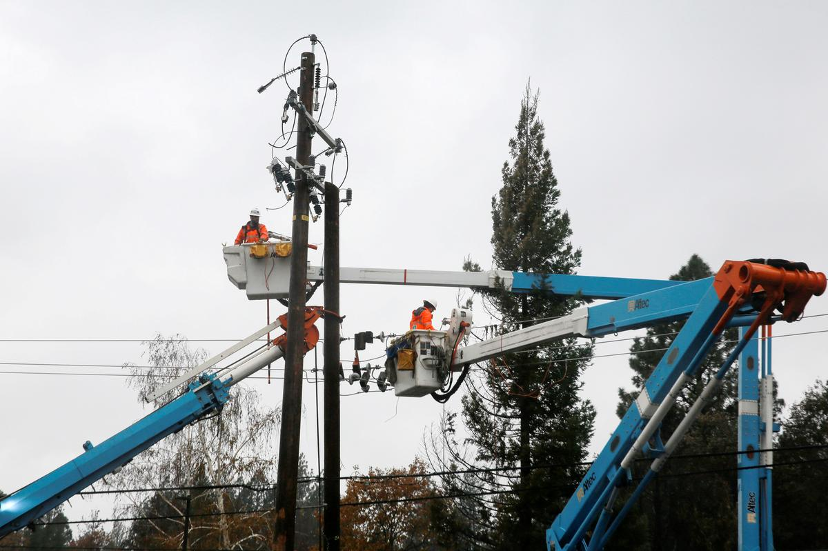 California power cutoff begins as wildfire risks rise