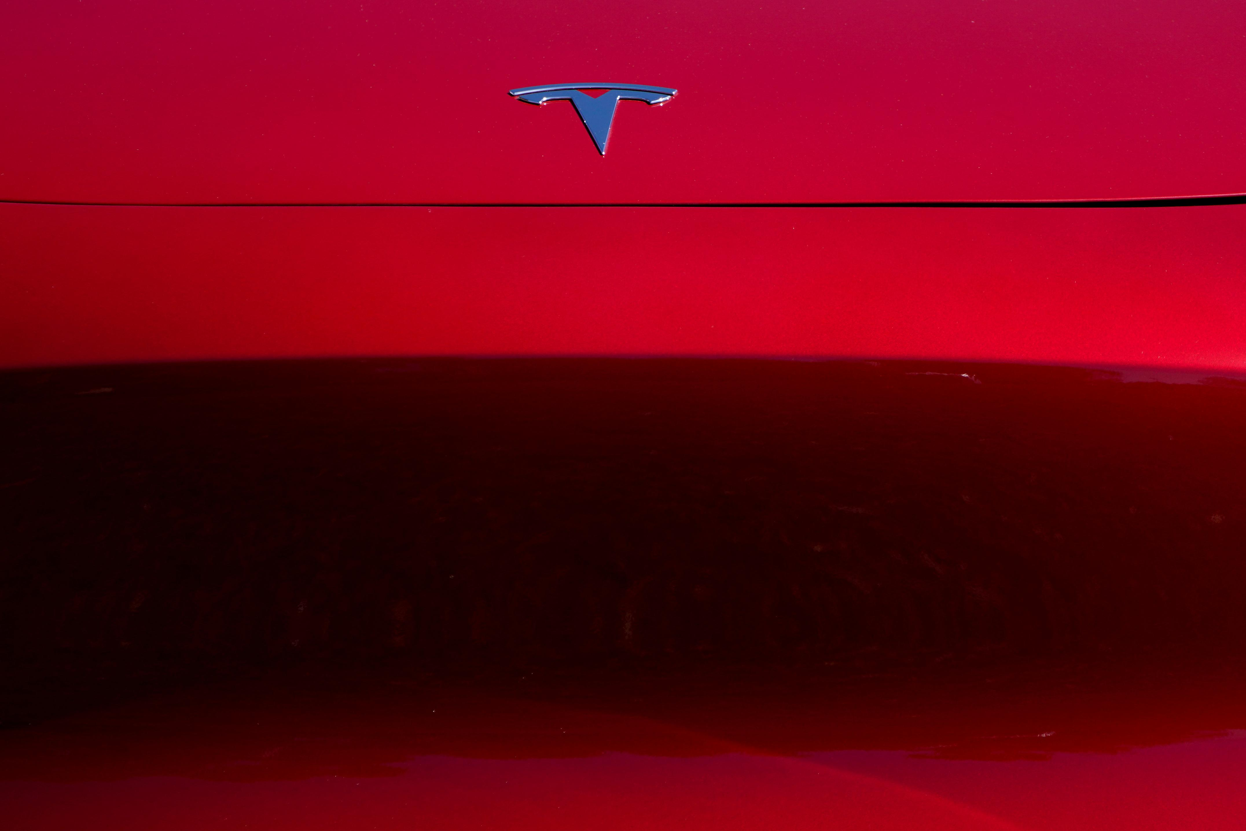 Consumer Reports calls Tesla automated parking 'glitchy'