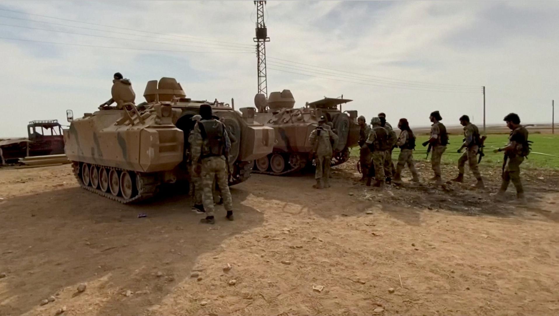 Des rebelles syriens soutenus par la Turquie s'emparent du centre de la ville frontalière syrienne
