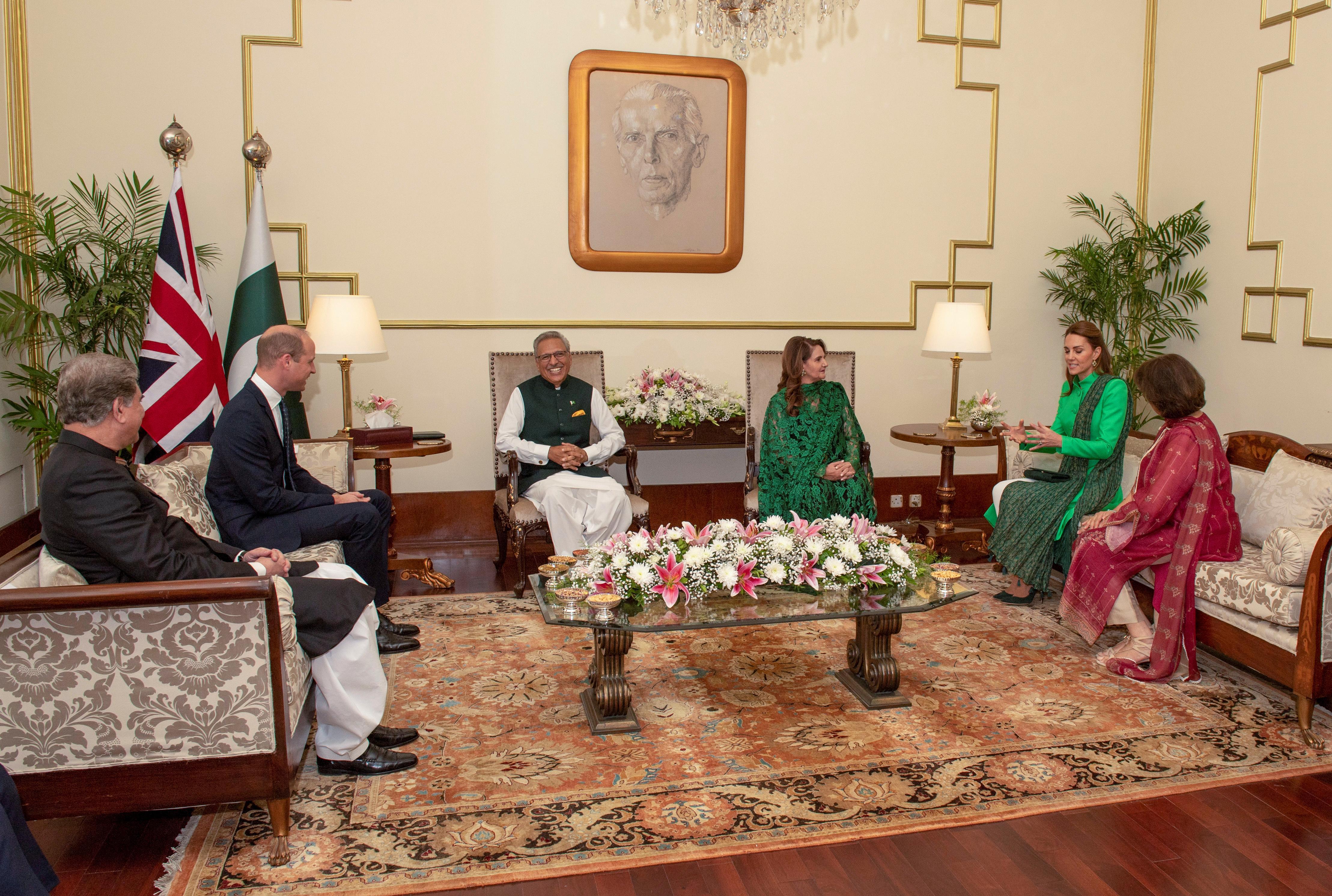 """Le prince William souligne les """"liens uniques"""" existant entre le Royaume-Uni et le Pakistan lors de sa visite avec sa femme Kate"""