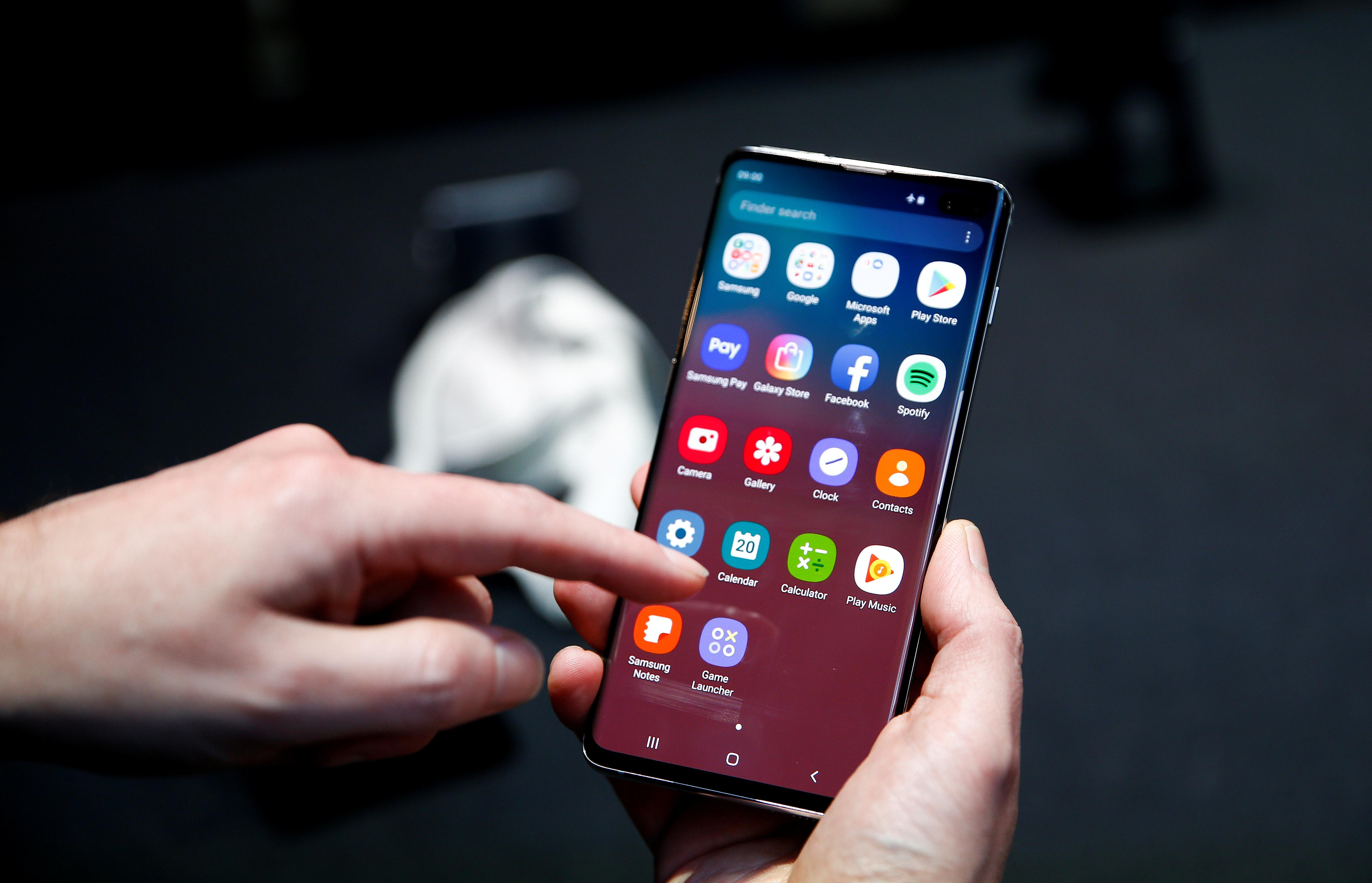 Samsung says will soon patch Galaxy S10 fingerprint recognition...