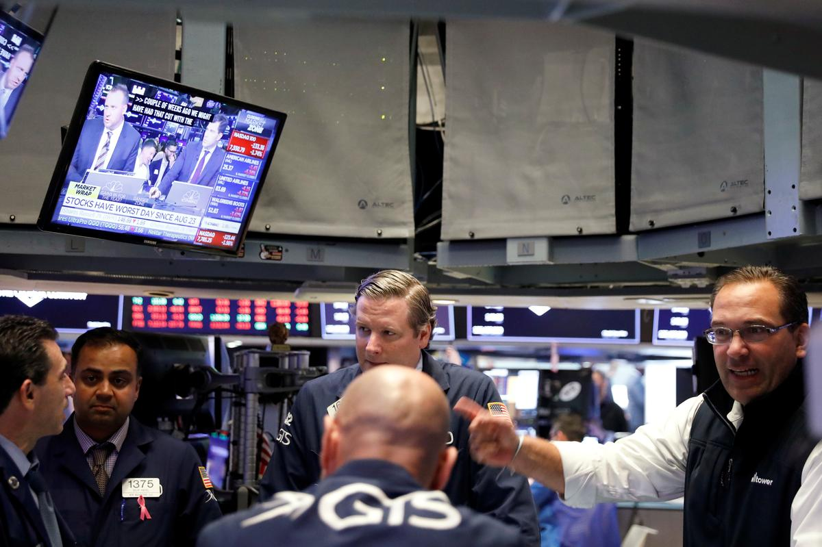 U.S. stock funds see first weekly inflow in a month