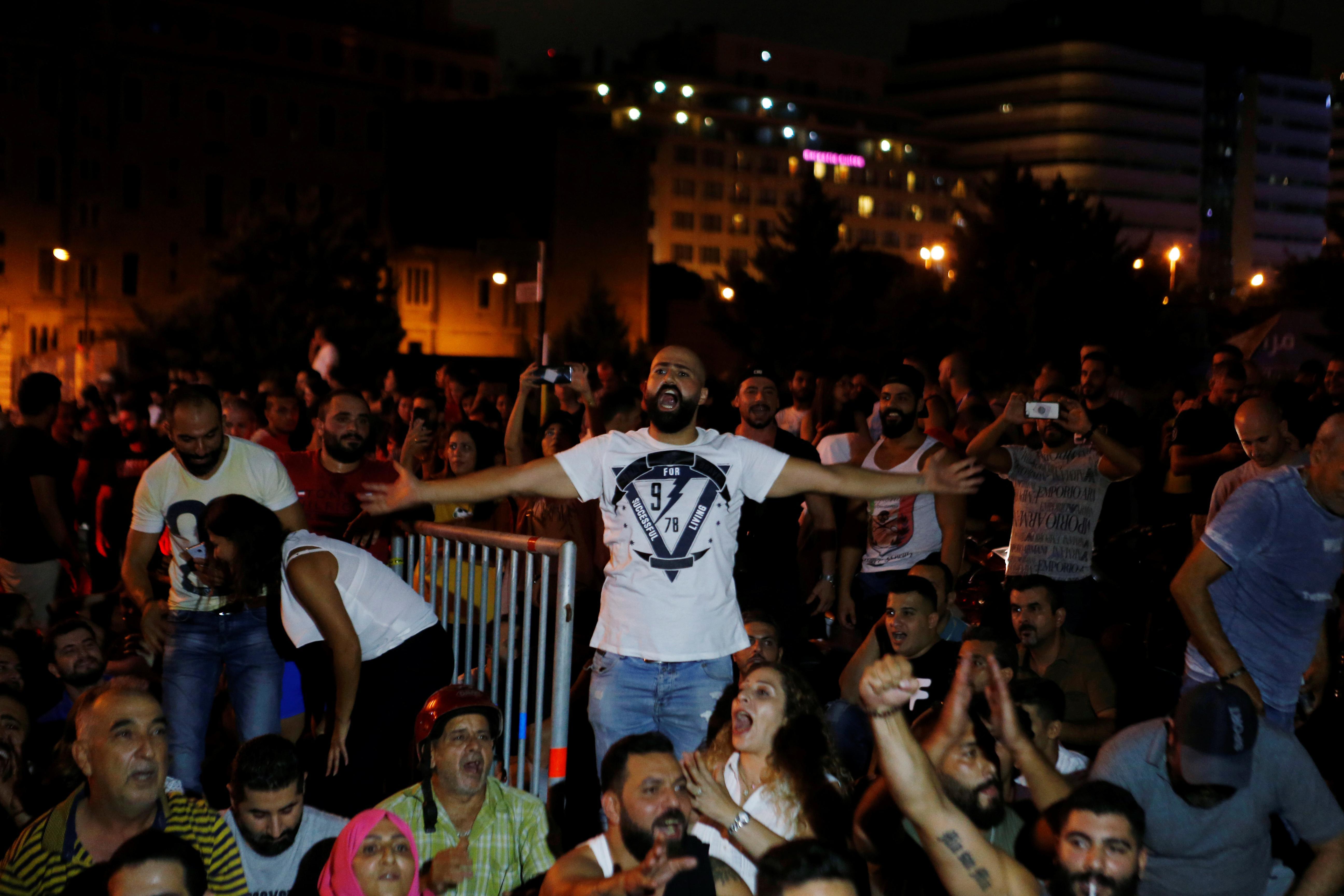 Le Liban élimine les frais WhatsApp lors de manifestations violentes