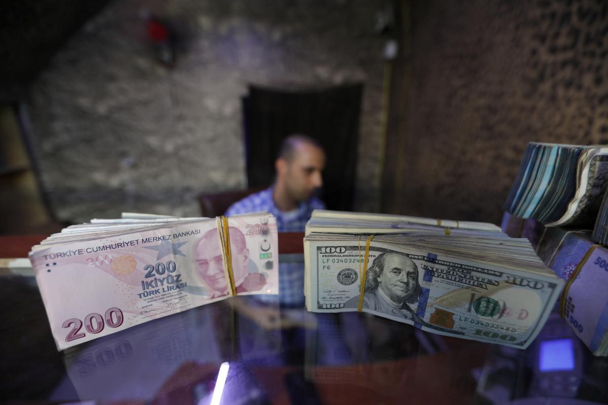 Turkey's forex reserves an Achilles heel if sanctions were to deepen