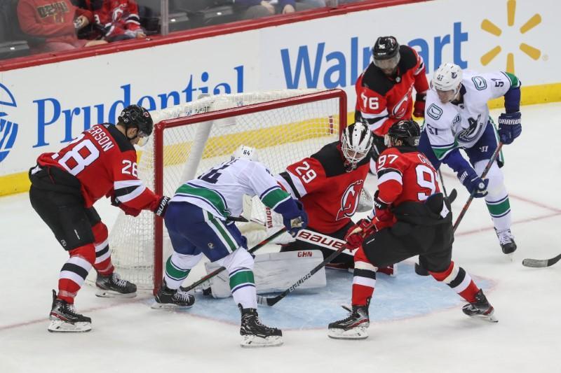 Roundup de la LNH: Hughes marque le premier but de la victoire des Devils