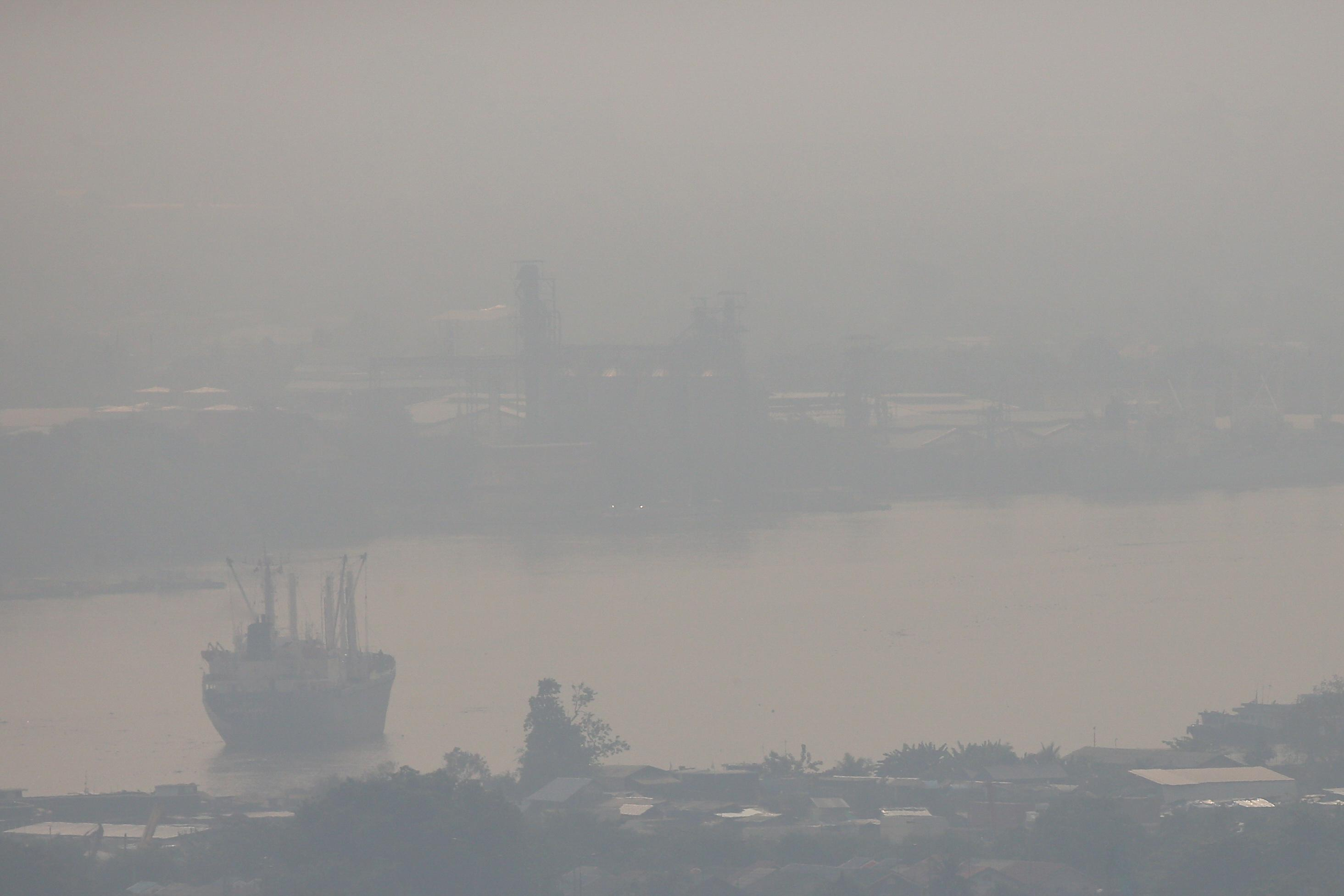Going overboard? Shipping rules seen shifting pollution from air to...