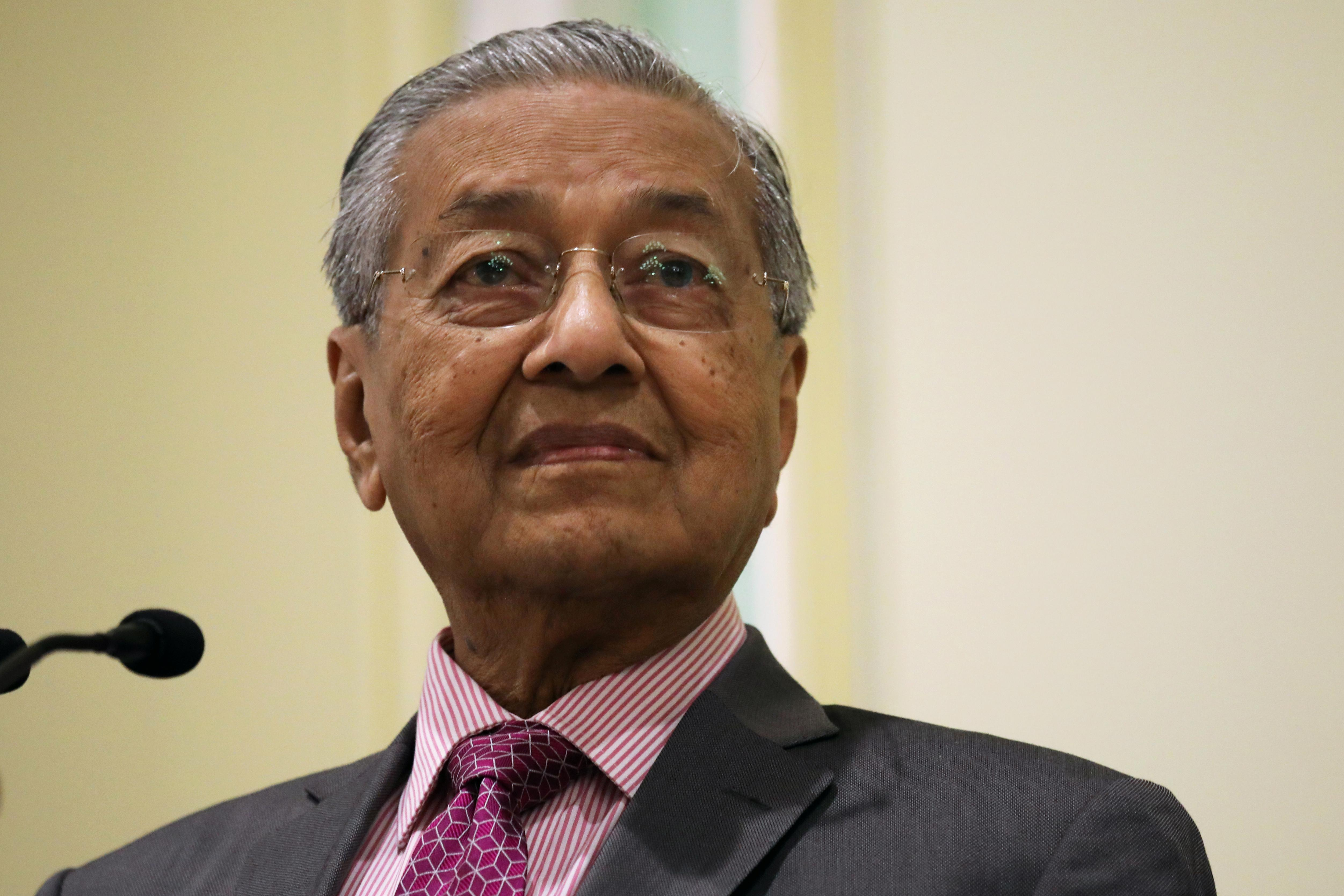 Malaysia's Mahathir stands by Kashmir comments despite palm oil...