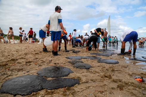 Brazil cleans up mystery oil spill