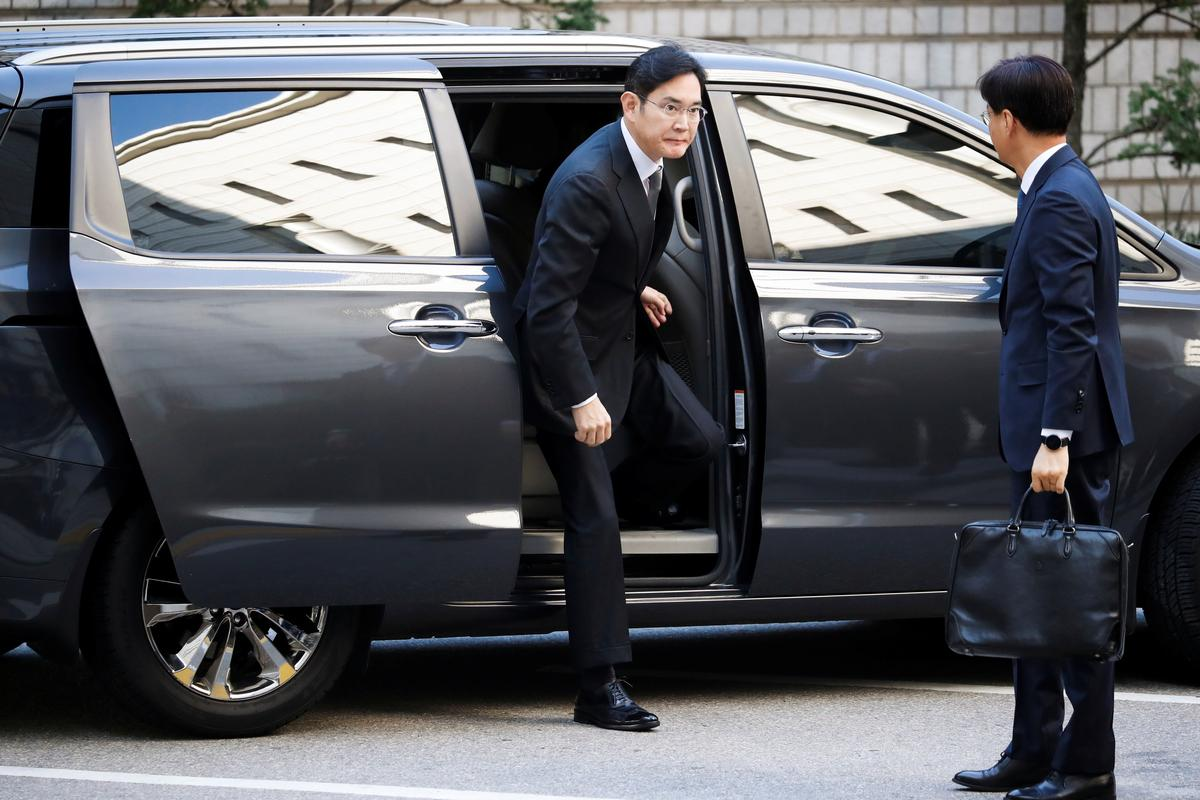 Judge asks Samsung heir to be humble at bribery trial