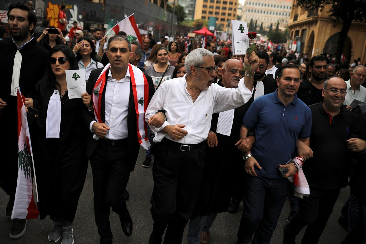 Lebanon protesters pour back onto streets as night falls