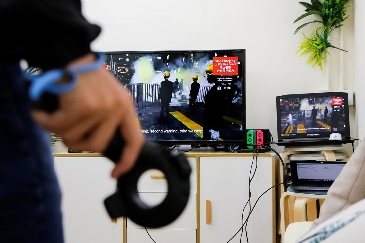 Hong Kong students take protest to virtual world
