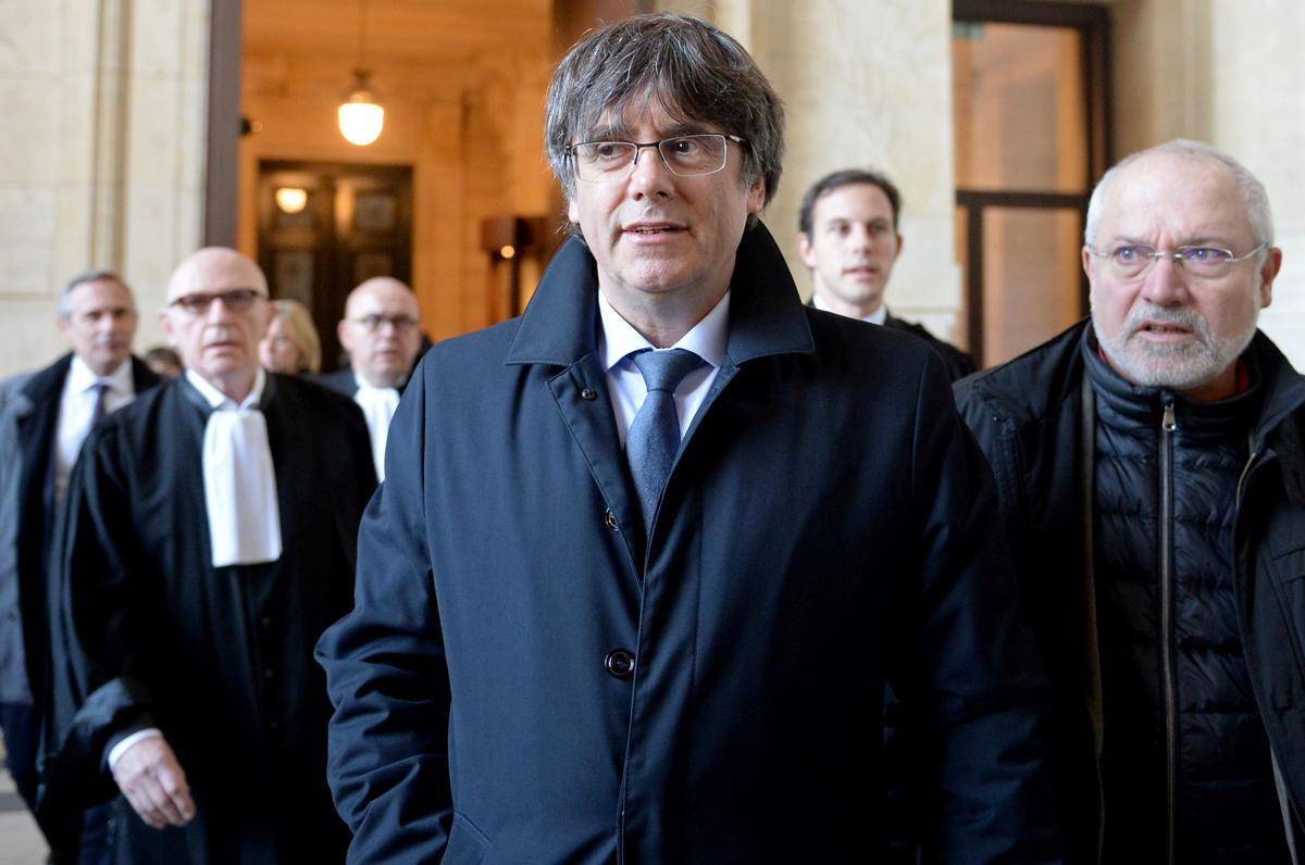 Brussels court delays hearing on former Catalan leader Puigdemont